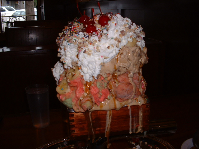 san francisco creamerys kitchen sink sundae challenge foodchallengescom foodchallengescom - Man V Food Kitchen Sink