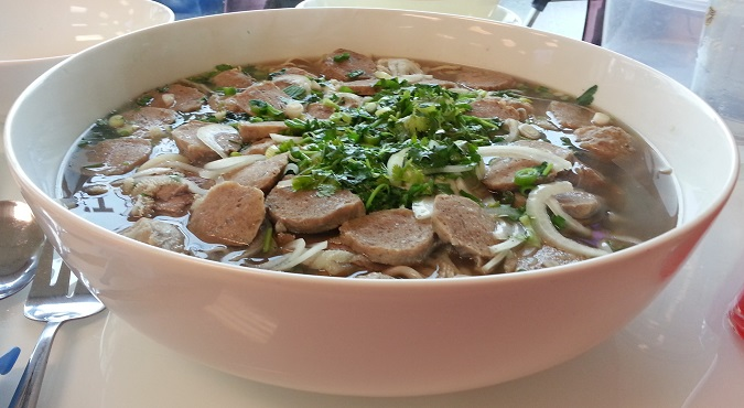 Dong Thap Noodles' Pho SuperBowl Challenge - FoodChallenges