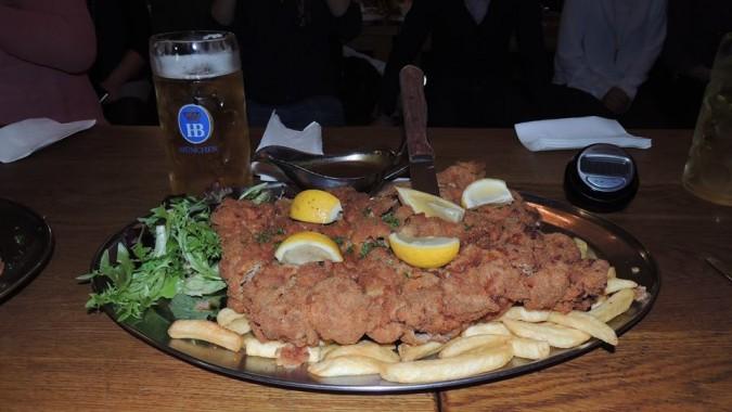 Hofbrauhaus 1.5kg Schnitzel Chall