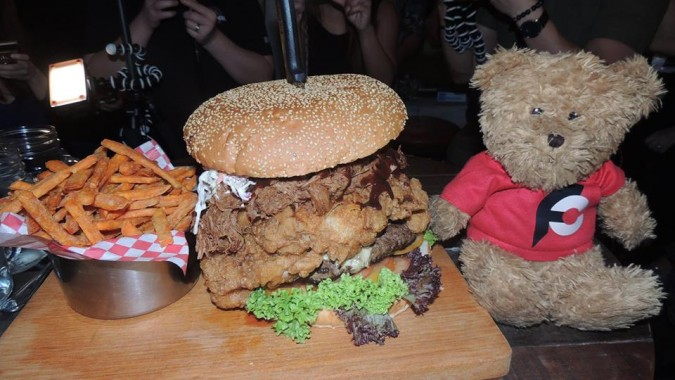 The Beast 7lb Burger Challenge