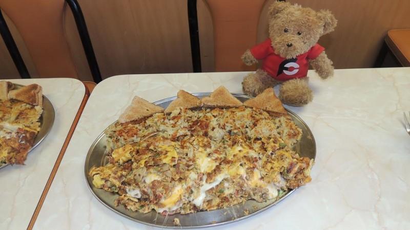 556-round-tables-mega-omelette-challenge