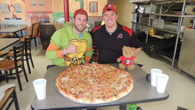 584-fat-boys-gutbuster-team-pizza-challenge