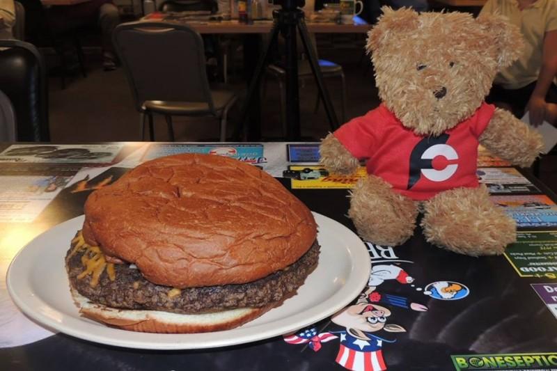 679-pign-chiks-sarge-burger-challenge