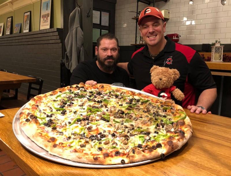685-vitos-26-inch-team-pizza-challenge