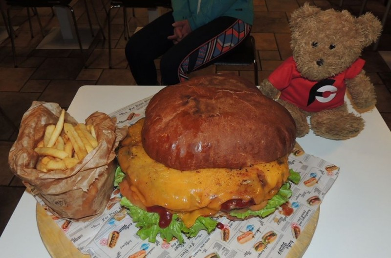 829-funky-go-san-vito-kiloburger-gourmet-burger-challenge