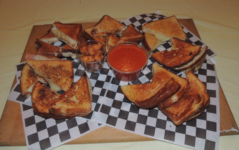 899-cheesy-bobs-meltdown-grilled-cheese-sandwiches-challenge-florence-al